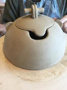 créer une boite en poterie par le travail à la plaque