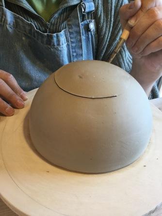 travail au moule en plâtre et estampage