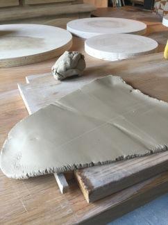 Poterie toramur estampage et travail à la plaque