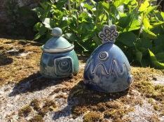 boite en céramique avec motif spirale