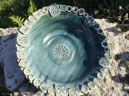 vaisselle et saladier alimentaire en céramique artisanale décorée