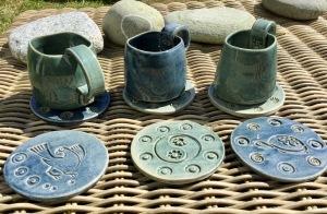 mugs et soucoupes artisanaux