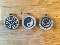 pendentifs artisanaux et zen en raku