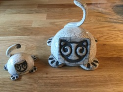 Bibelots sculpture de chats en raku