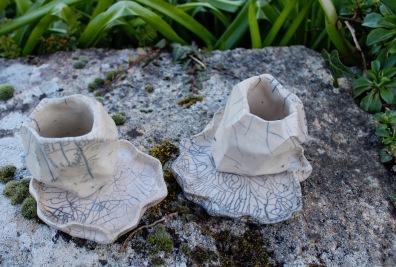 Pots cailloux avec soucoupes