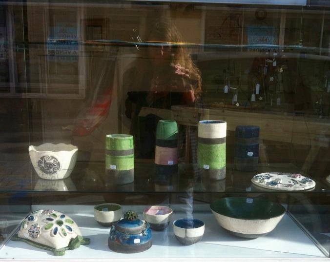 poterie-toramur-vitrine-guil.jpg