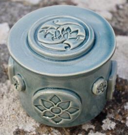 Poterie Toramur beurrier à eau lotus