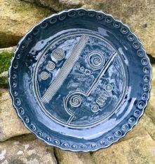Poterie Toramur grand plat abstrait bleu