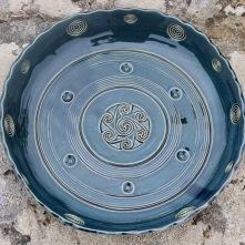 Poterie Toramur grand plat triskel spirale