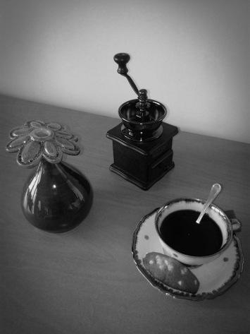 vase fleur et café