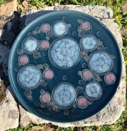 poterie toramur plat à tarte bulles roses bleues